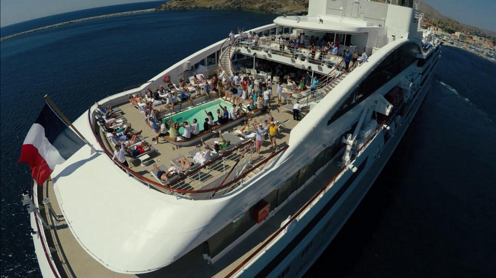 Cruise wedding in Mykonos Athens Istanbul